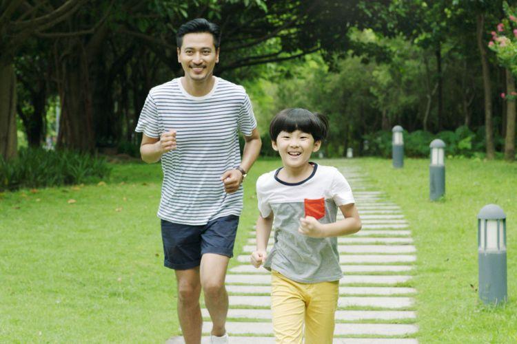 Membersamai Anak Ketika PJJ PJOK Menjadi Keasyikan Tersendiri dan Tentunya Menambah Kehangatan Suasana di Rumah - Sumber : lifestyle.kompas.com
