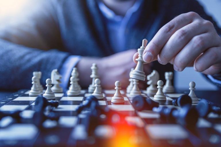 Reputasi Dadang Subur sebagai Dewa_Kipas dipertaruhkan setelah pemblokirannya dari chess.com (Jan Vasek/Pixabay)