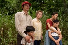 Aktor Youn Yuh-jung, Alan S. Kim, Noel Cho, Steven Yeun, dan Yeri Han dalam film Minari (2020) | Sumber: imdb.com / A24 Films