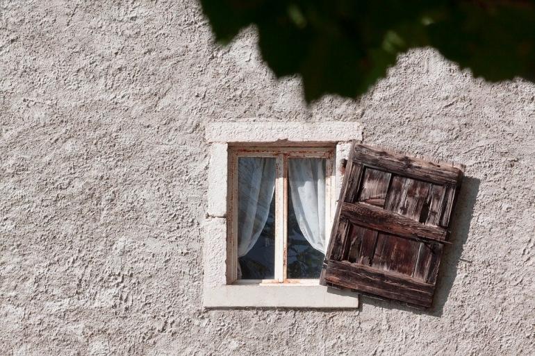 Ilustrasi jendela tua (Sumber: pixabay.com)