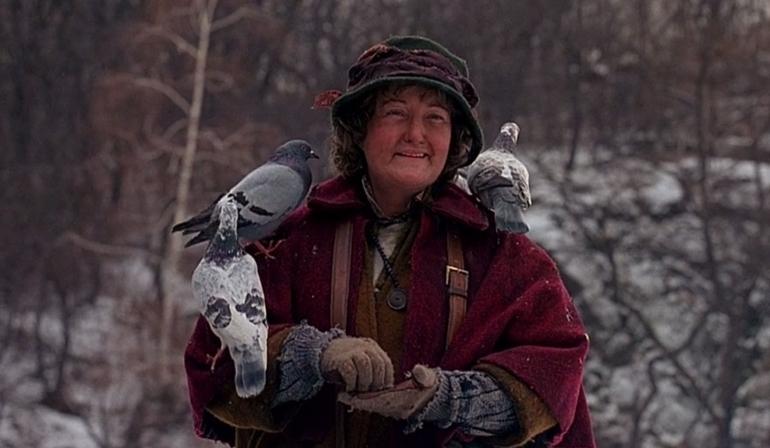Wanita Tua dan Burung Merpati / bestlifeonline.com