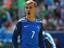 Antoine Griezmann pencetak gol untuk Prancis dalam laga melawan Ukraina yang berakhir imbang (Foto Goal.com)