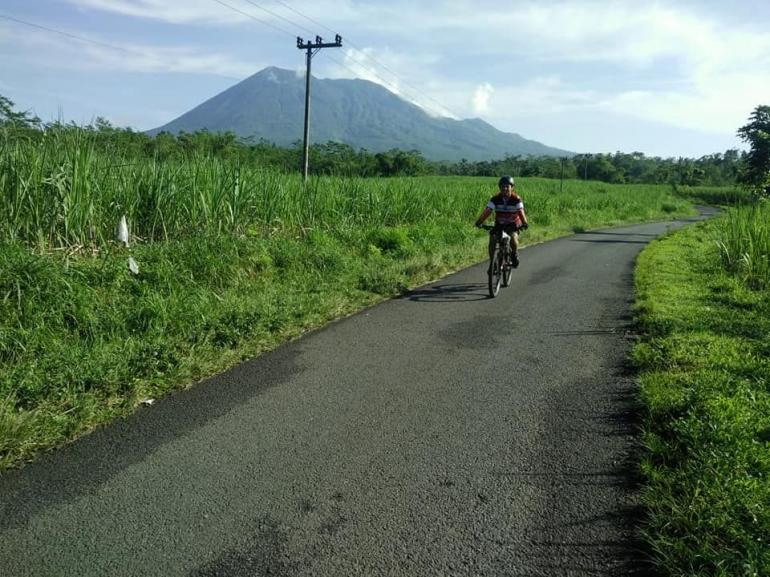 Jalan Desa Kalipenggung Kecamatan Randuagung di Kaki Gunung Lemongan. dokpri