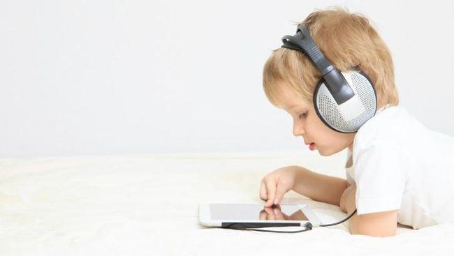 Ilustrasi anak kecanduan gadget. Sumber : Tribunnews