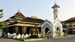 Masjid Agung, Keraton Kasunanan (atas) Masjid Al Wusto, Pura Mangkunagaran(bawah). Dokpri