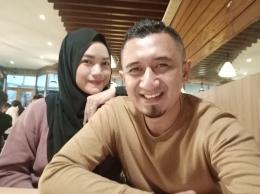 aku bersama istriku