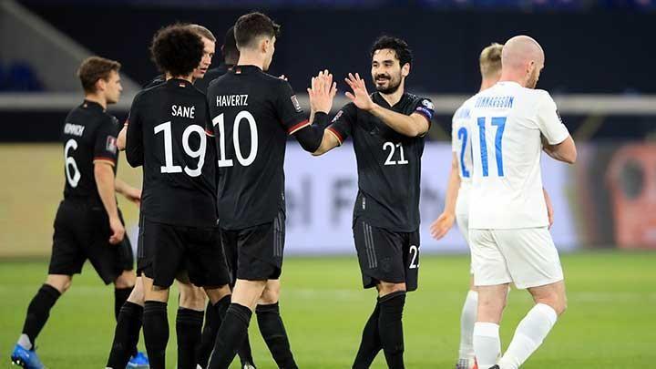 Pemain Jerman merayakan gol ke gawang Islandia. (via en.tempo.co)