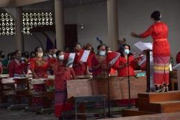 Gambar dok.pri./Koor misa perayaan Minggu Palma di Gereja Katedral Atambua