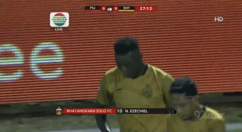 Laga Persija Jakarta vs Bhayangkara Solo FC . Sumber: Indosiar
