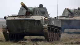 Tank-tank militer Rusia di perbatasan Kreima, sebagai peringatan kepada NATO, Jumat, 2/4/2021. Foto dari BBC.Com.