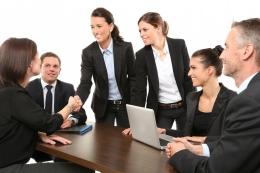Perempuan yang sukses memimpin bisnis (foto dari pixabay/089photoshootings)