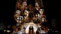 """Video mapping yang mengambil cerita """"Hai Pemuda Pemudi Indonesia"""" diproyeksikan pada sisi depan Gereja Katedral Jakarta dalam acara peringatan Sumpah Pemuda, 28 Oktober 2019 - Foto-Kompas/Radtya Helabumi"""