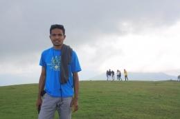 Gunung Lakaan yang melatarbelakangi Padang Rumput FF sedang tertutup oleh awan-dokpri