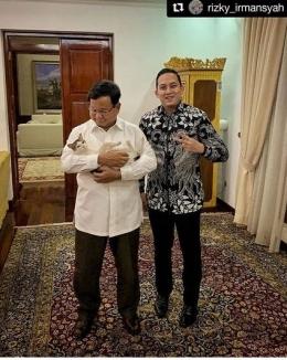 Prabowo bersama Rizky Irmansyah dalam satu kesempatan, April 2019 (okezone.com).
