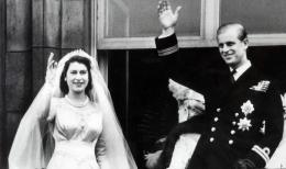 Foto pernikahan Philip dan Elizabeth II pada tahun 1947 (Sumber: express.co.uk)