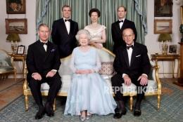 Pangeran Philip, Ratu Elizabeth dan anak- anaknya (Sumber Foto: The Royal Family via Republika)