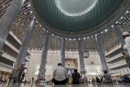 Suasana Masjid Istiqlal selepas salat Jumat (KOMPAS.com/SINGGIH WIRYONO)