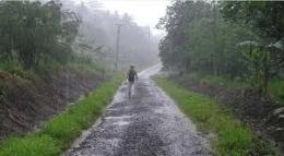 ilustrasi hujan belum juga pulang (foto: Simon/Pixabay.com)