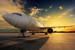 Transportasi udara. foto: freepik/jcomp