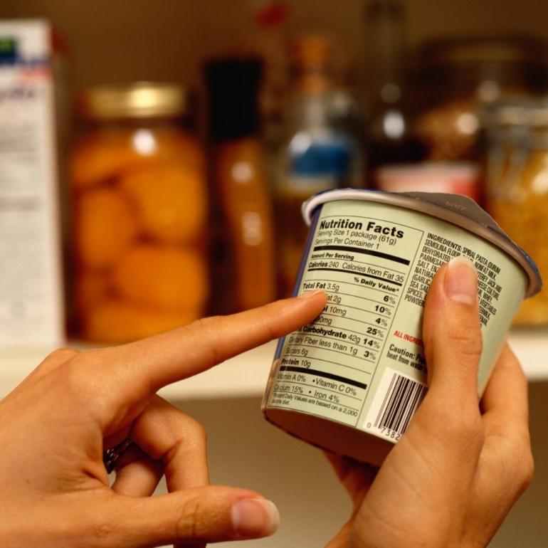 Kemasan makanan ringan yang menarik | Sumber foto: Canva (Ryan McVay)