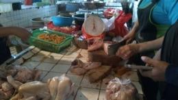 Saat ramadan, harga sejumlah bahan makanan meningkat, termasuk ayam. (dok.windhu)