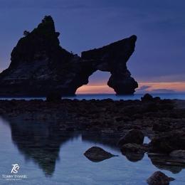 Batu Bolong di Pantai Atuh, Nusa Penida. Sumber: koleksi pribadi
