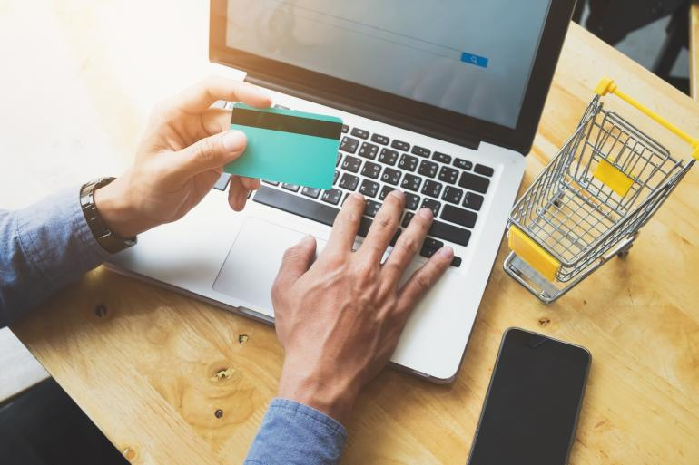 Ilustrasi bisnis online. Sumber: Freepik.com oleh Ijeab