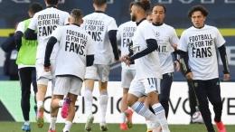 Pemanasan Pemain Leeds yang mengenakan baju bernada protes adanya ESL (Source : The Guardian)