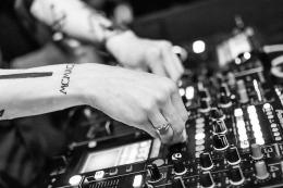 Ilustrasi mixer salah satu teknologi industri musik (sumber gambar: pixabay.com)