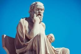 Patung Sokrates Bapak Kebijaksanaan. Foto: lughotuna.id.