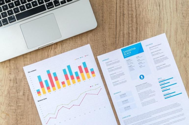 Mempersiapkan CV, Portofolio, dan Sertifikat (Pexels)