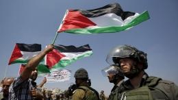 Aksi massa rakyat Palestina di depan tentara Zionis Israel/Sumber: detik.com