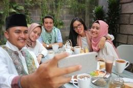 Ilustrasi bukber virtual saat puasa ramadhan/sumber: Shutterstock.com