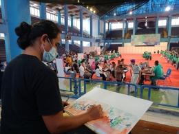 Suasana vaksinasi di Gymnasium UPI Bandung. Foto: Ima
