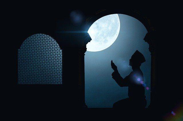 Bulan Ramadhan (Sumber: https://pixabay.com/id/photos/ramadan-ramadhan-malam-agama-3461512/)
