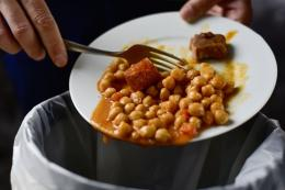 Ilustrasi makanan yang dibuang. (Dok. Shutterstock/nito via kompas.com)