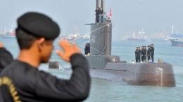 Penghormatan Kepada KRI Nanggala 401 Sebelum Hilang Kontak / Gambar : Dok TNI AL