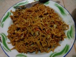 Mie goreng pedas sebagai penawar menu sayur pare (Sumber: dokumen pribadi)