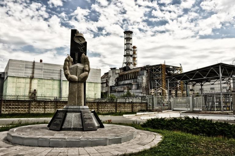 Monumen di sekitar pembangkit listrik tenaga nuklir (PLTN) Chernobyl yang menjadi pengingat dan juga inspirasi (Amort1939/Pixabay)