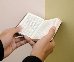 Jujur saja, kita masih sering menganggap remeh aktivitas membaca Al-Quran (unsplahs.com/Masjid Pogung Dalangan)