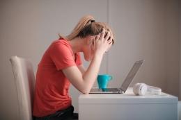 Burnout yang menyebabkan kelelahan (Pexels)