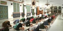 Shalat Maghrib Berjamaah pada Malam 15 Ramadhan 1442 Hijriah (Doc Rachmad Yuliadi Nasir / Istimewa)