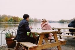Ilustrasi Gambar : Pembicaraan yang indah bikin romantis (www.pexels.com)
