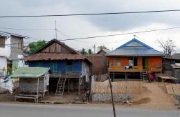 Rumah panggung yang saya singgahi di dekat Pelabuhan Sape (Dokpri)