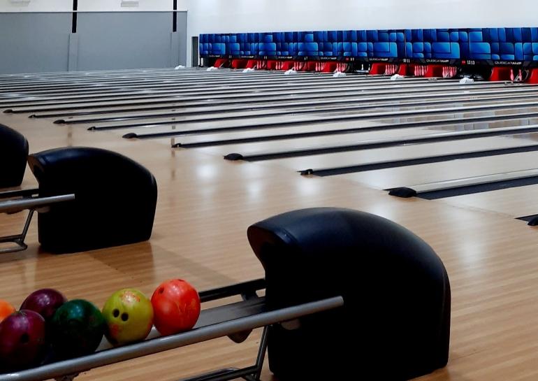 Ilustrasi olahraga bowling (sumber: dokumentasi pribadi penulis)