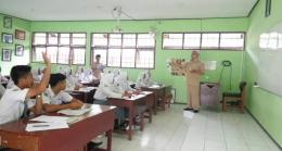 Suasana kelas (foto dari sman2pacitan.sch.id)
