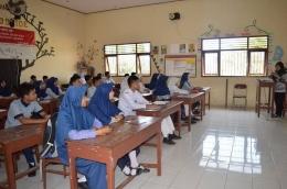 Suasana kelas (foto dari sma1brebes.sch.id)