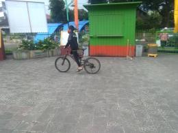 ilustrasi si Bungsu, Ngabuburit sambil Bersepeda salah satu olahraga ringan di bulan ramadan (Dokumentasi pribadi zaldy chan)