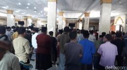 Suasana salat Jumat di Masjid Agung Brebes, Jumat (20/3/2020).Foto: Imam Suripto/detikcom