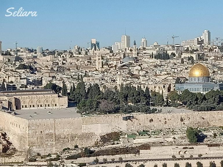 Keterangan foto : Masjidil Aqsa dilihat dari Bukit Zaitun, Dokpri